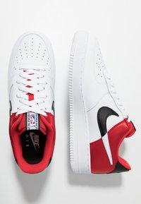 Nike Sportswear - AIR FORCE 1 '07 LV8 - Sneaker low - university red/white/black/white - 2
