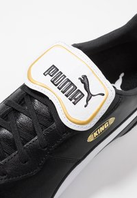 Puma - KING TOP FG - Moulded stud football boots - black/white - 5