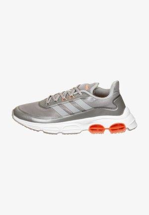 QUADCUBE  - Neutral running shoes - light granite/coral