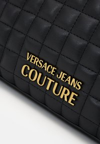 Versace Jeans Couture - CAMER BAG ZIPQUILTING - Sac bandoulière - nero - 4