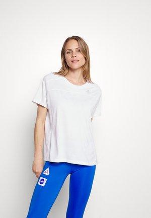 HEAT TEE - Jednoduché triko - white