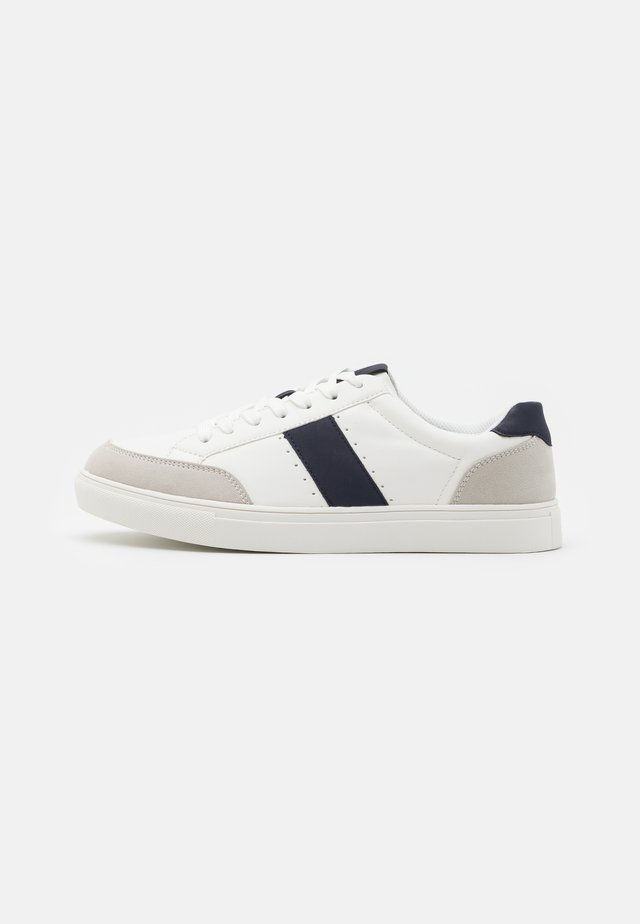 DANELL - Sneakers laag - white/navy