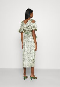 Never Fully Dressed - MARBLE COLD SHOULDER MIDI WRAP - Cocktailklänning - green - 2