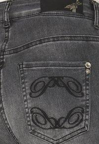 Patrizia Pepe - PANTALONI TROUSERS - Jeans Skinny Fit - washed mid gray - 2