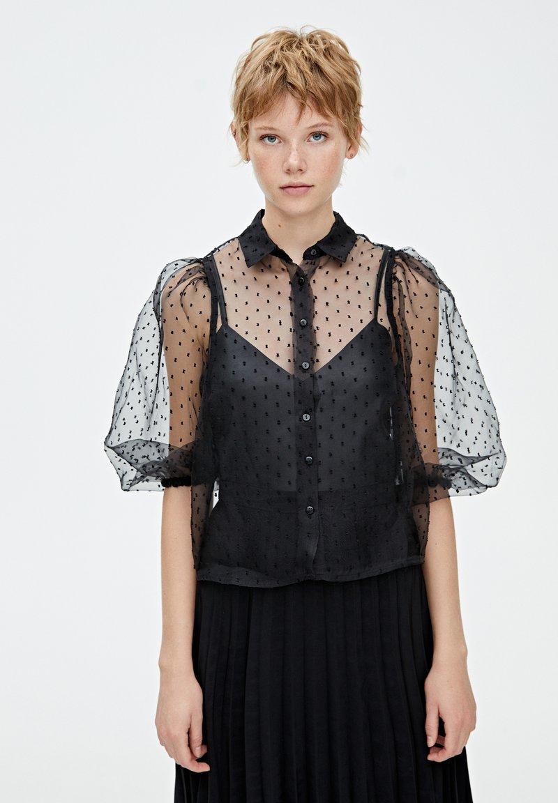 PULL&BEAR - HEMD MIT PLUMETIS UND BALLONÄRMELN - Skjorta - black
