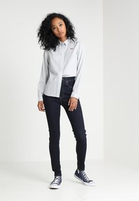 Levi's® - MILE HIGH SUPER SKINNY - Jeans Skinny Fit - celestial rinse - 1