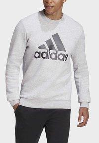 adidas Performance - BADGE OF SPORT FLEECE SWEATSHIRT - Sweatshirt - grey - 4