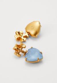 Tory Burch - CARVED KIRA HEART EARRING - Náušnice - light blue - 1