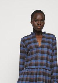 Libertine-Libertine - ALLEY DRESS - Denní šaty - royal blue check - 4