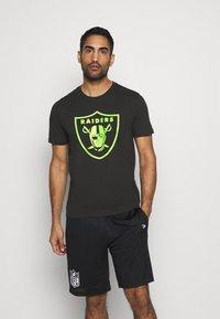 Fanatics - NFL LAS VEGAS RAIDERS NEON POP CORE GRAPHIC  - Club wear - black - 0