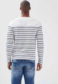 BONOBO Jeans - Long sleeved top - ecru - 2
