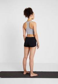 Curare Yogawear - YOGA SHORTS - Leggings - black - 2