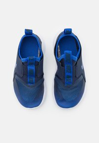 Nike Performance - FLEX RUNNER UNISEX - Neutral running shoes - game royal/midnight navy/white - 3