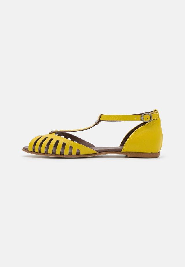 Sandaalit nilkkaremmillä - lemon