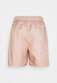 Nike Sportswear - FLOW GRID - Shortsit - crimson bliss/white - 6