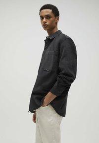 PULL&BEAR - Camicia - mottled dark grey - 3
