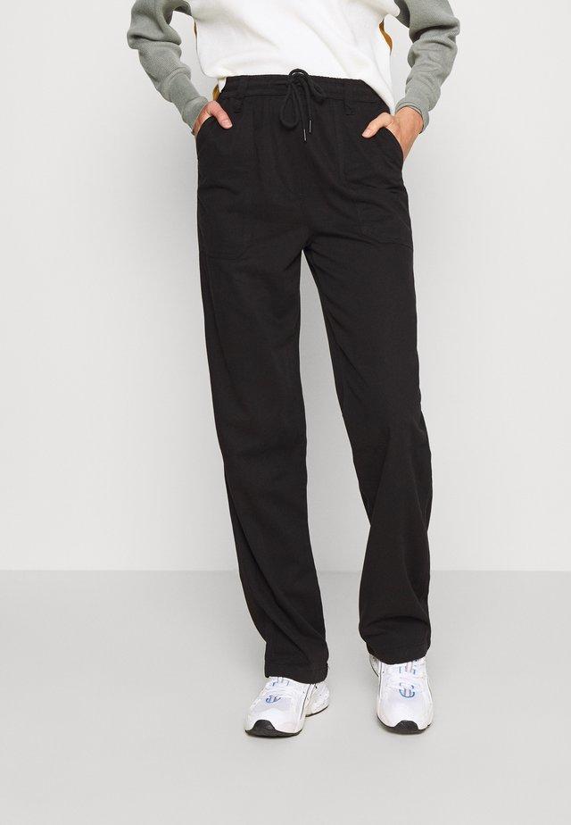 CORY SLOUCH - Pantalones - black