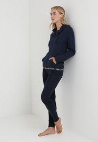 Tommy Hilfiger - HOODY - Haut de pyjama - blue - 1