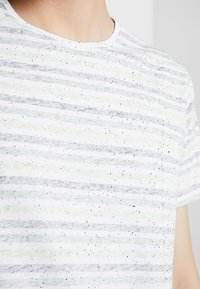 Shine Original - STRIPE TEE - Print T-shirt - green - 3