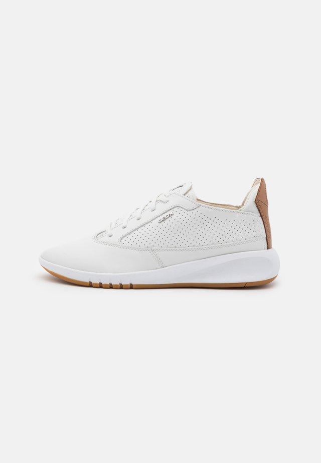 AERANTIS - Sneakersy niskie - white