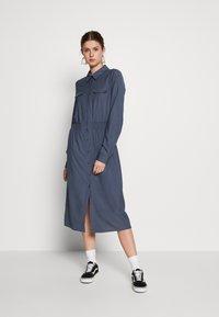 Object Tall - OBJJANEY DRESS - Skjortekjole - sky captain - 0