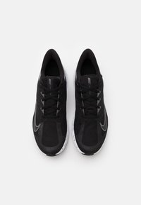 Nike Performance - QUEST 3 PRM - Neutrale løbesko - black/metallic dark grey/smoke grey/white - 3