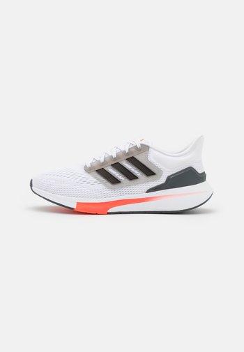 EQ21 RUN - Neutral running shoes - footwear white/core black/grey six