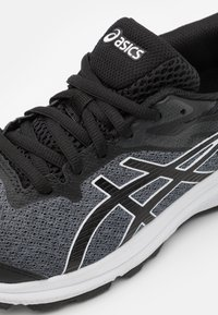 ASICS - GT-1000 10 UNISEX - Neutral running shoes - black/white - 5