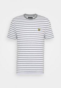 Lyle & Scott - BRETON STRIPE - T-shirt med print - mid grey marl/white - 5