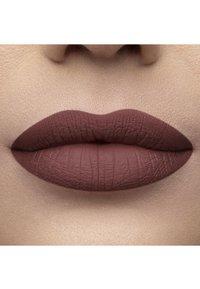 Too Faced - MELTED MATTE LIQUIFIED MATTE LONG WEAR LIPSTICK - Liquid lipstick - finesse - 2