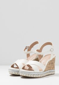 New Look Wide Fit - WIDE FIT PANCY RAND WEDGE - Sandalias de tacón - white - 4