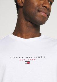 Tommy Hilfiger - ESSENTIAL - Triko spotiskem - white - 4