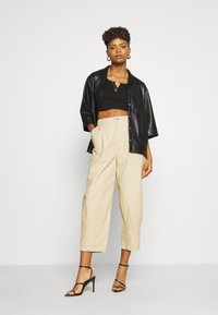Levi's® - UTILITY PLEATED BALLOON - Trousers - crisp - 1