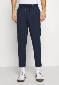 Selected Homme - SLHSLIMTAPE MADLEN PIN PANTS - Kangashousut - dark blue - 0