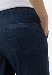 BRAX - STYLE MAINE - Flared Jeans - dark blue - 4