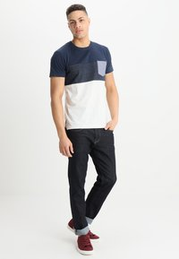 INDICODE JEANS - CLEMENS - T-shirt med print - offwhite - 1