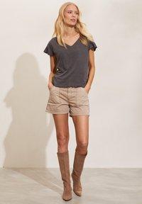 Odd Molly - CAMELLIA - Basic T-shirt - asphalt - 4