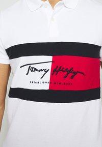 Tommy Hilfiger - AUTOGRAPH FLAG SLIM FIT - Polo shirt - white - 5