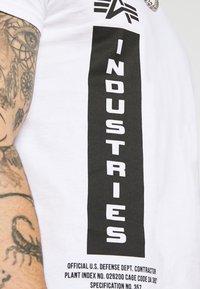 Alpha Industries - DEFENSE T - Print T-shirt - white - 5