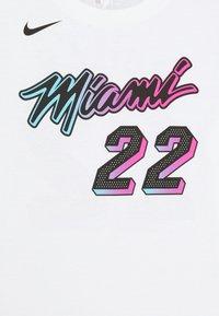 Nike Performance - NBA CITY EDITION JIMMY BUTLER MIAMI HEAT NAME NUMER TEE UNISEX - Print T-shirt - white - 2