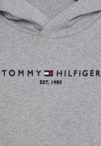 Tommy Hilfiger - ESSENTIAL HOODIE - Mikina skapucí - grey - 2