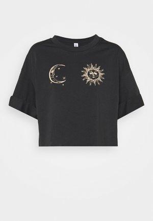 ONLSPIRIT CROPPED - Print T-shirt - black