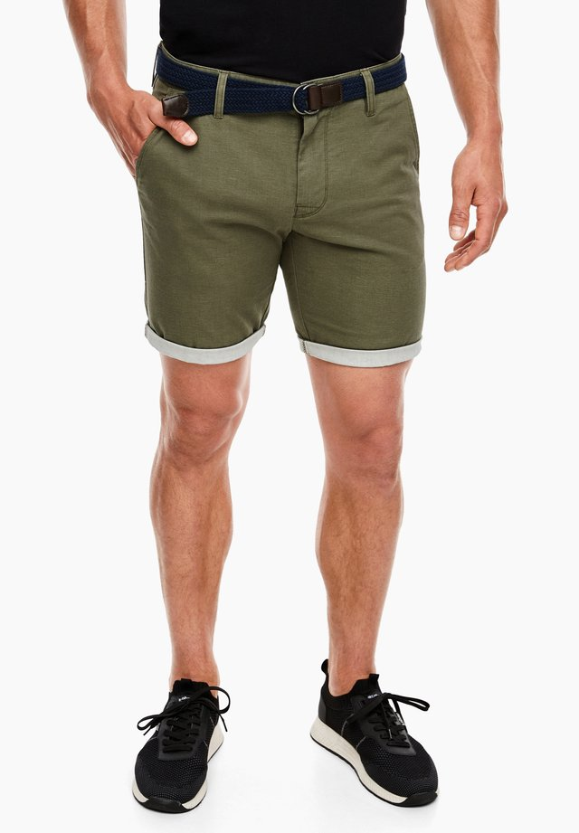 REGULAR FIT: BERMUDA - Shorts - olive