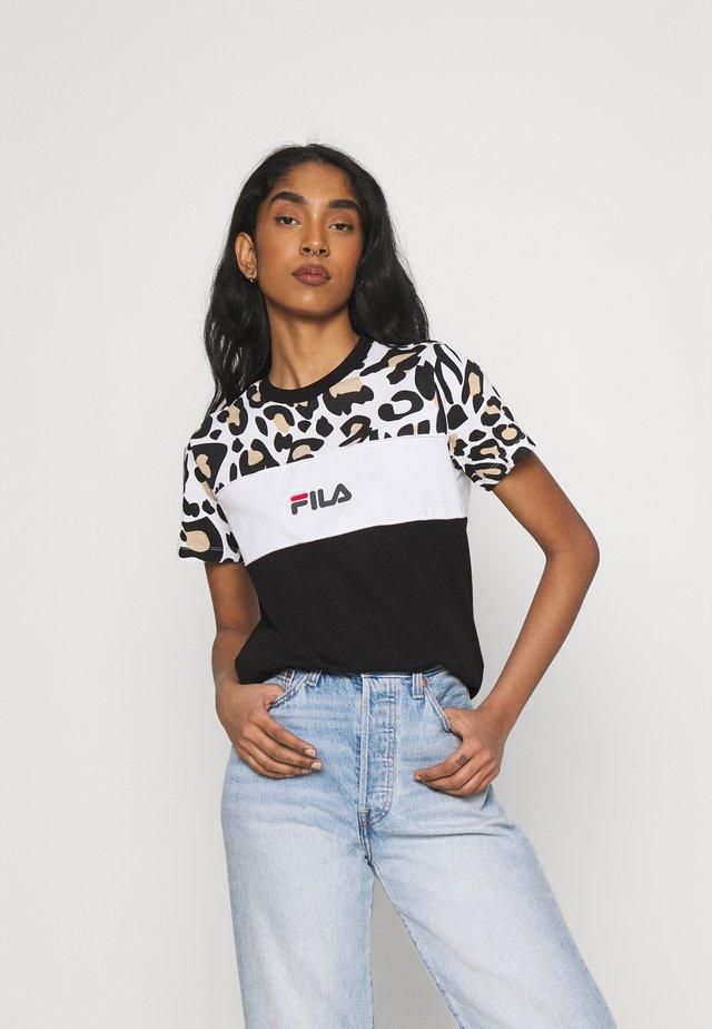 ANOKIA BLOCKED TEE - T-shirt print - bold/black/bright white