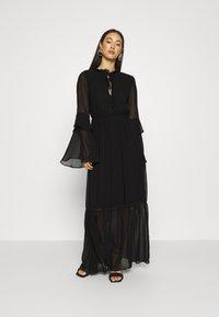 Missguided - TIE NECK TIERED FLOOR SWEEPER DRESS - Robe longue - black - 0