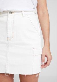 Hollister Co. - ULTRA HIGH RISE CARGO SKIRT - Pouzdrová sukně - white - 4