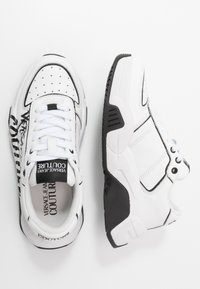 Versace Jeans Couture - Baskets basses - bianco ottico - 3