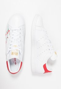 adidas Originals - STAN SMITH GRAPHIC FLORAL SHOES - Trainers - footwear white/scarlet/core black - 3