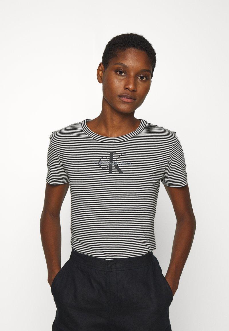 Calvin Klein Jeans - MONOGRAM STRIPE BABY - Print T-shirt - bright white