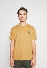 YOURTURN - UNISEX - Print T-shirt - taupe - 0